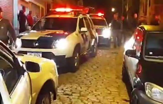 Motorista joga carro contra policial para fugir de blitz em Colatina